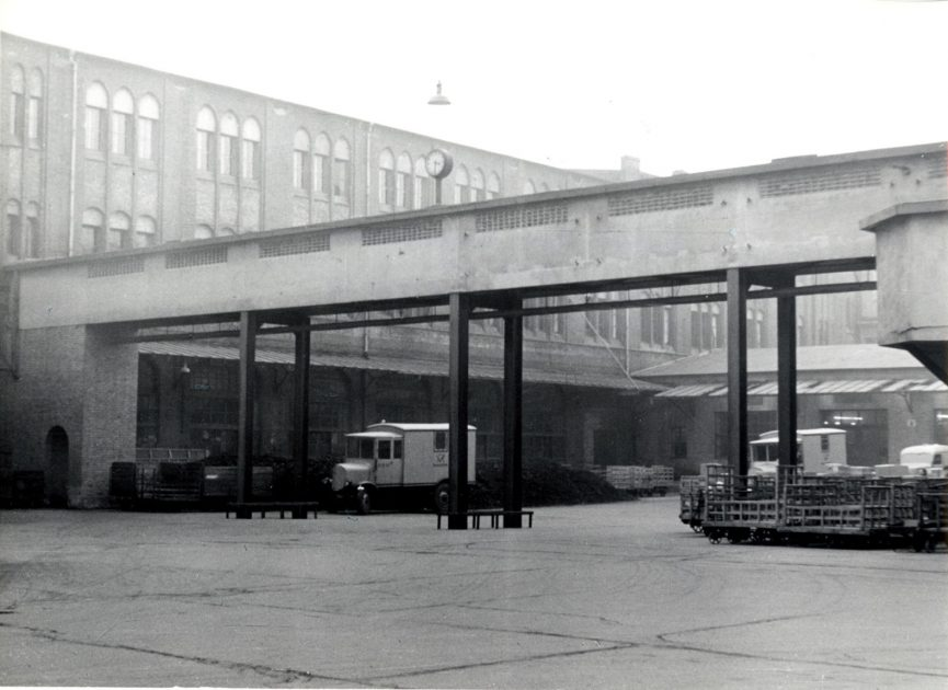 Postbahnhof historical photograph from 'Museumsstiftung Post und Telekommunikation'